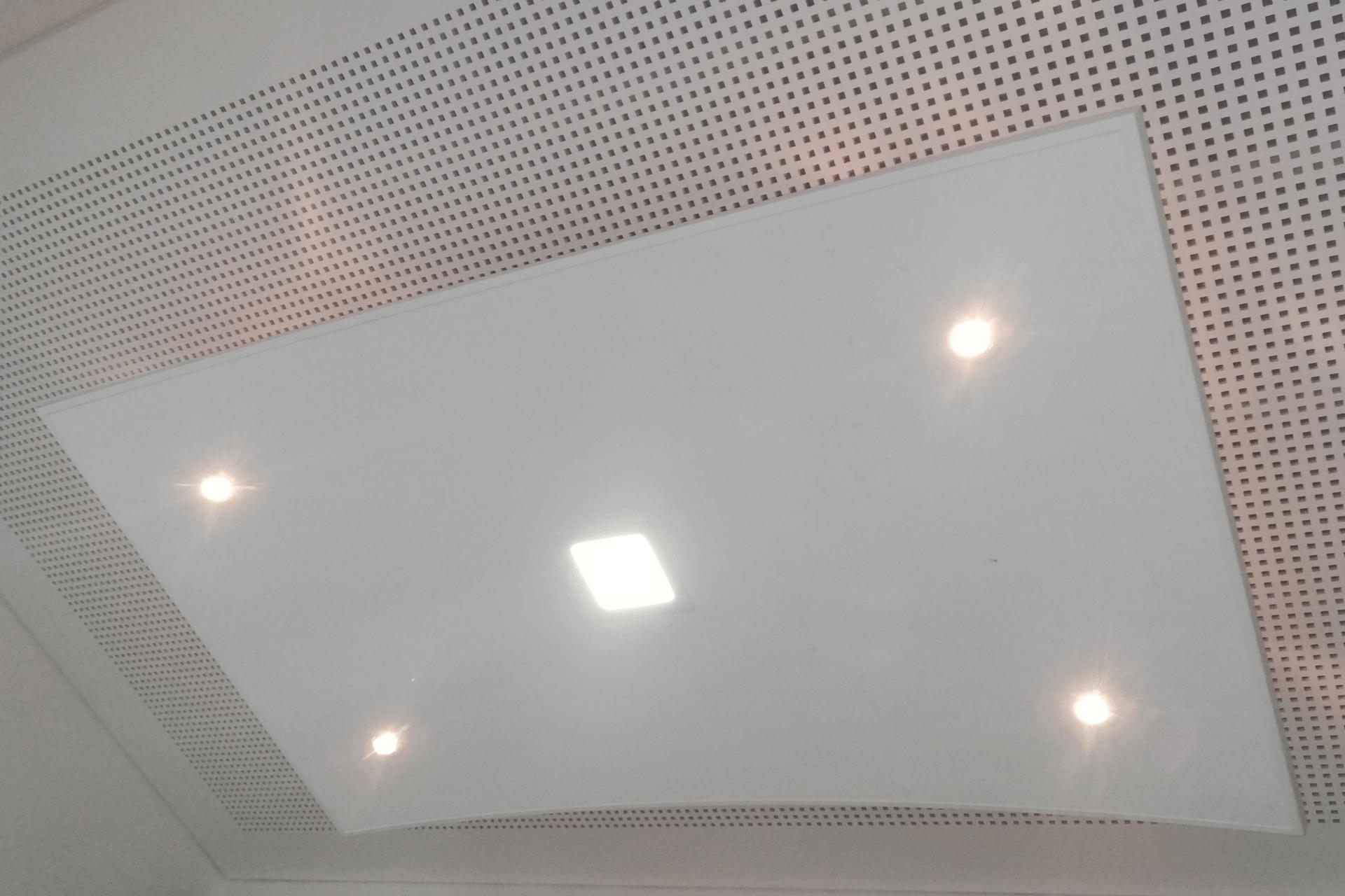LED in Deckensegel integriert