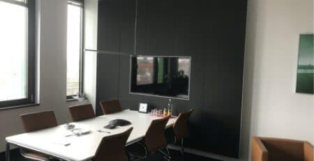 Akustikoptimierung im Besprechungs- & Meetingraum mit Wandabsorbern